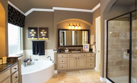 Sonoma-Mesa-master-bathroom