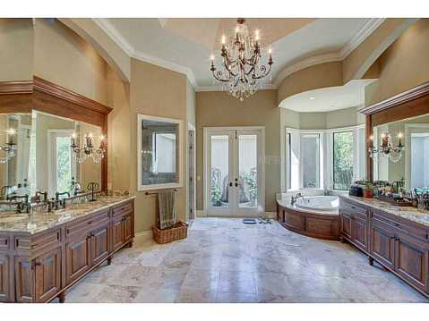 Luxury Mediterranean Estate For Sale in Odessa, FL:  Luxurious Master Bath